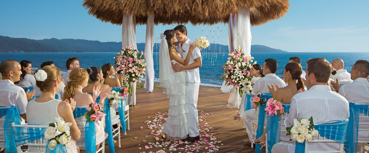 """<div style=""""display:inline"""" itemprop=""""name"""" > FREE Wedding Packages! </div>"""